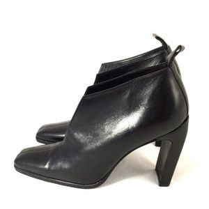 Gucci Shoes - GUCCI Black Leather Slit Open Ankle Boots Bootie 6